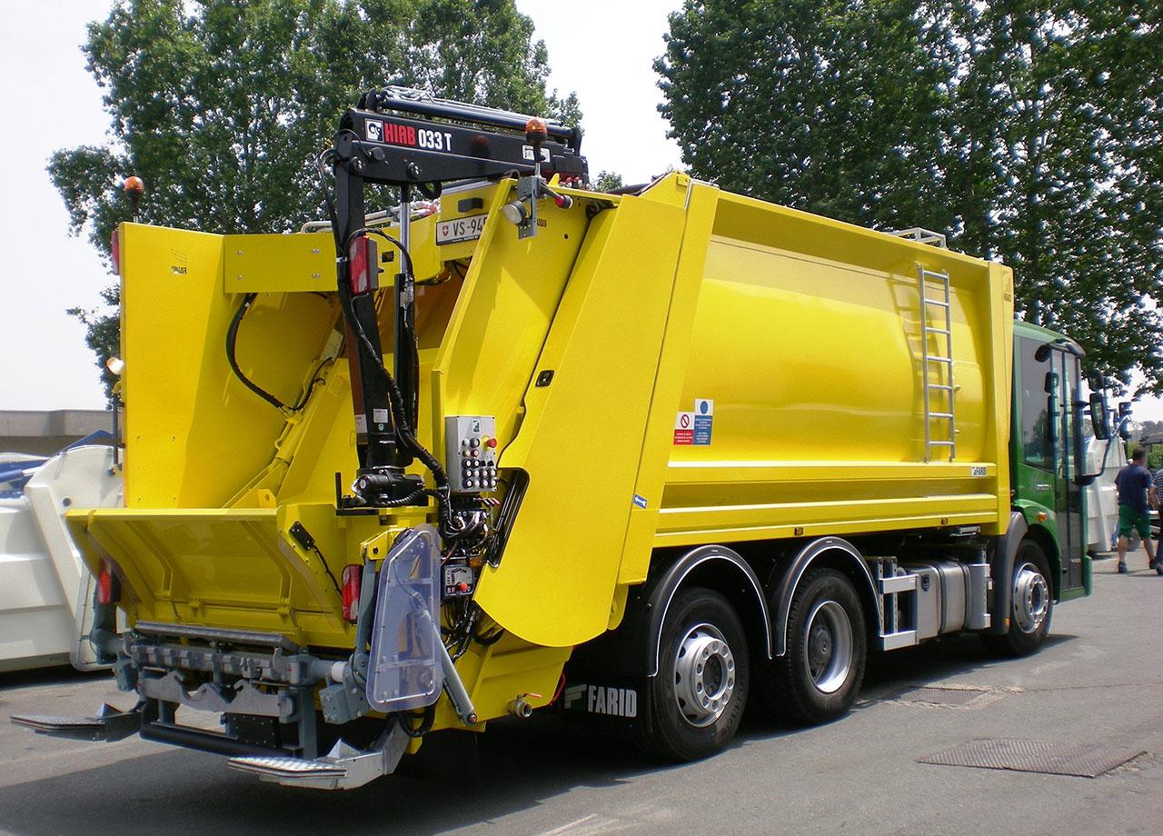 фото мусоровоза с задней загрузкой