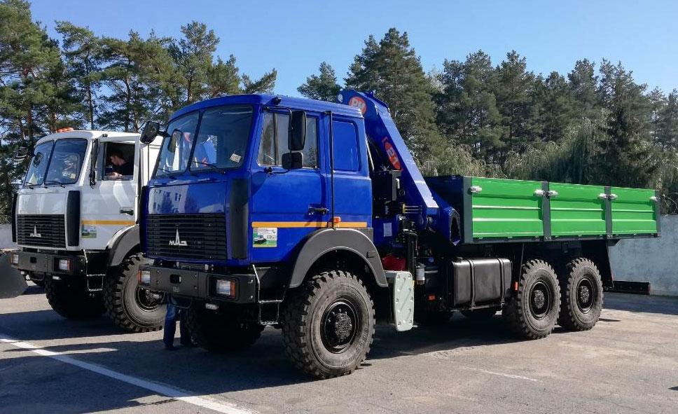 Бортовой грузовик с краном манипулятором